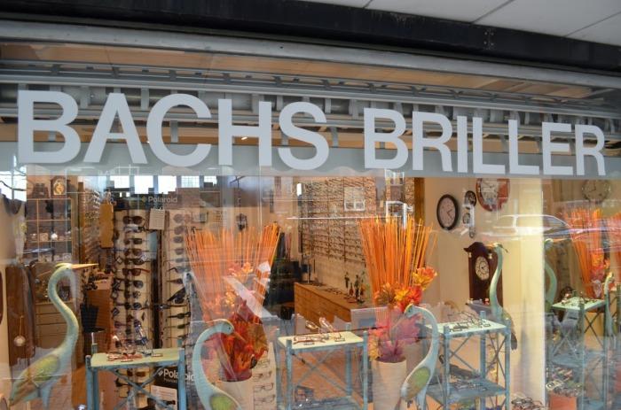 Optikker Bachs Briller butikkens udstillingsvindue